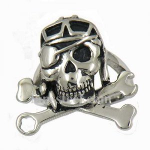 FSR09W44 single eye skull with spanner bone ring